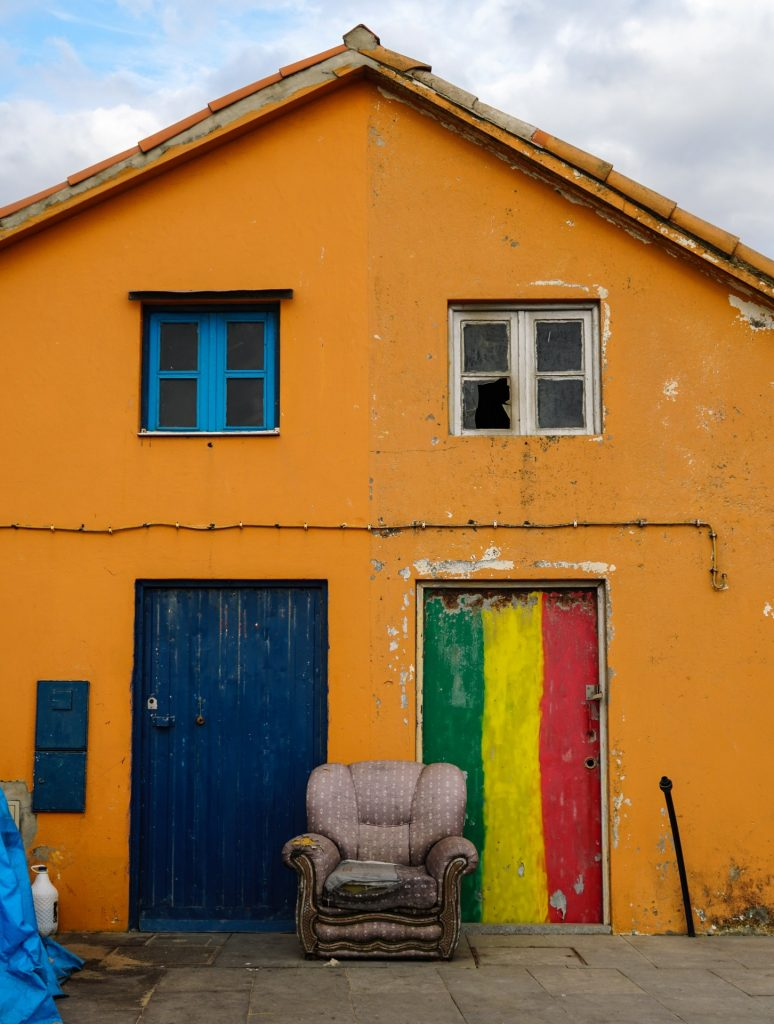 Is it easy to spot bad neighbours by looking at their properties?